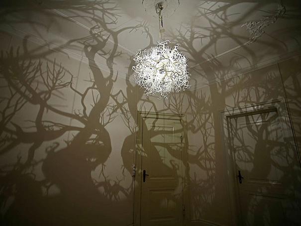 Bosque simulado con lámpara