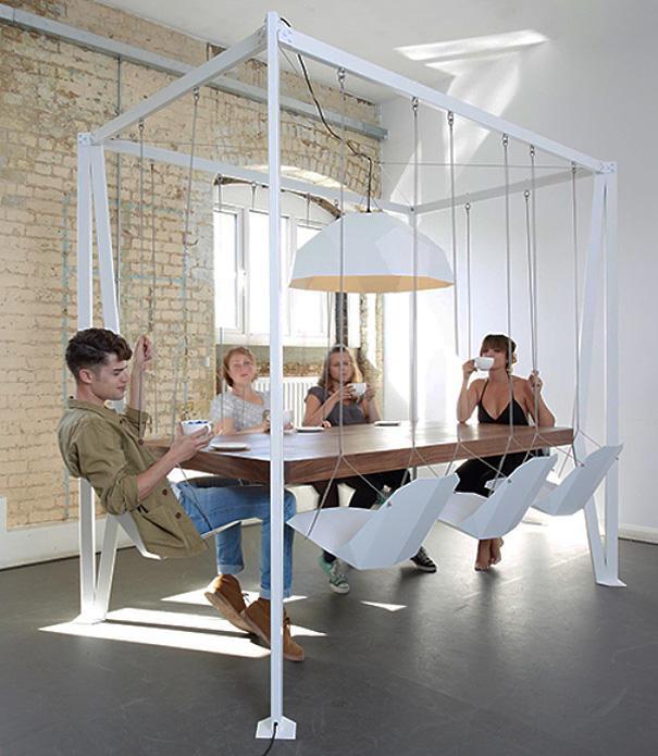 Mesa con colúmpios